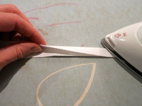 Fold twill tape for bunting